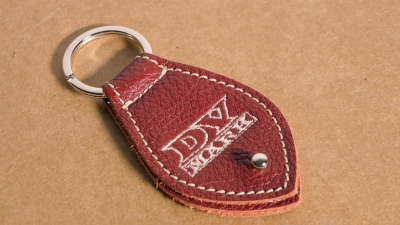 DV MARK PICK HOLDER BORDEAUX