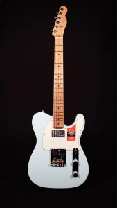 FENDER LIMITED EDITION AMERICAN PROFESSIONAL TELECASTER DAPHNE BLUE