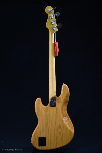 FENDER AMERICAN ULTRA JAZZ BASS AGED NATURAL 1
