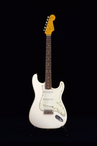 FENDER LIMITED 62/63 STRATOCASTER JOURNEYMAN RELIC RW AGED OLYMPIC WHITE