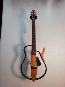 Yamaha silent acoustic usata