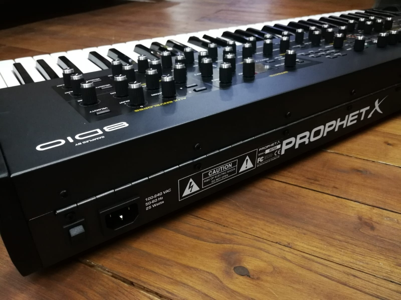 DAVE SMITH INSTRUMENT SEQUENTIAL PROPHET X 4