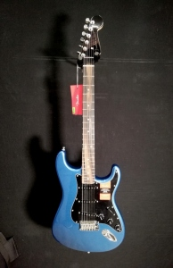 FENDER AMERICAN PROFESSIONAL LIMITED STRATOCASTER LAKE PLACID BLUE