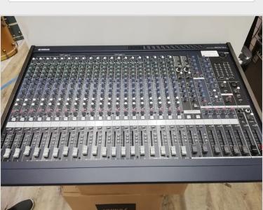 Yamaha Mixing console MG24/14 usato