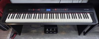 Roland FP80 Black con mobiletto e pedaliera usato