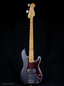 FENDER 2019 POSTMODERN BASS JOURNEYMAN RELIC AGED CHARCOAL FROST