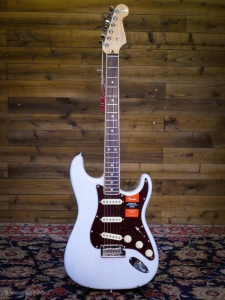 FENDER LIMITED EDITION STRATOCASTER CHANNEL BOUND WHITE BLONDE