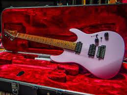 Ibanez Az2402-Pkf Pink Con Case Chitarra Elettrica